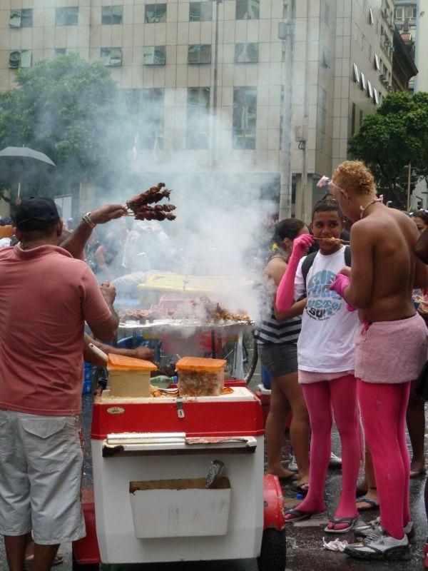 Carnaval de Rio 2011, vendeur de brochettes