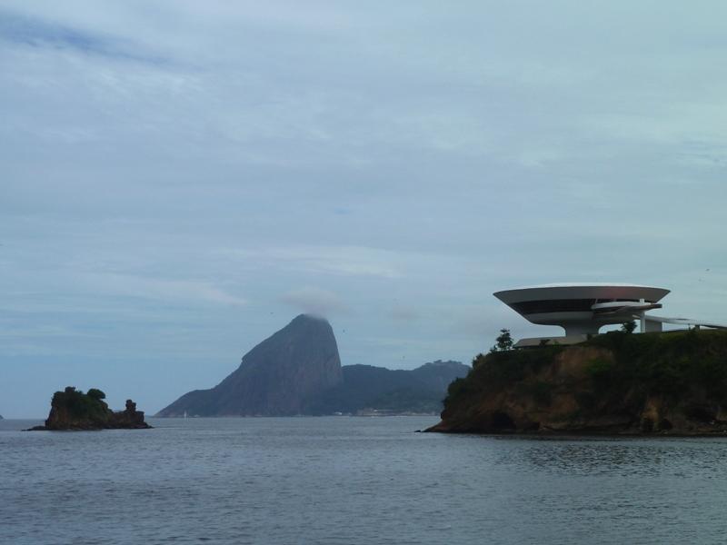 Musée d'art contemporain de Niteroi par Oscar Niemeyer, Brésil