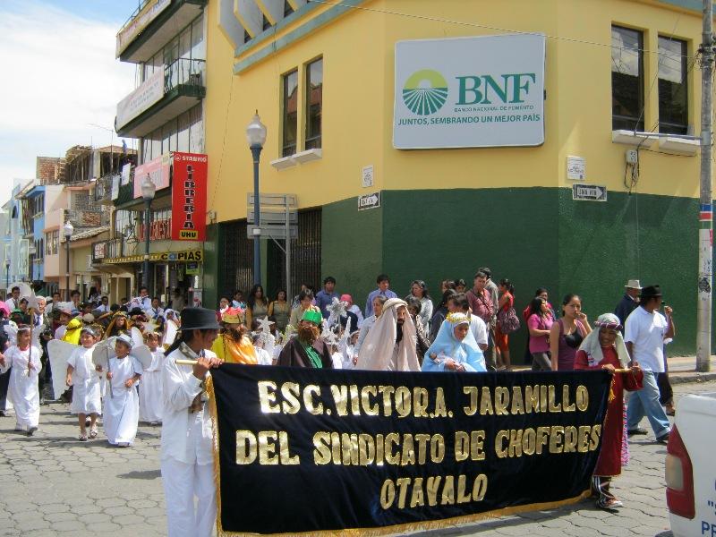 Défilé de noël à Otavalo
