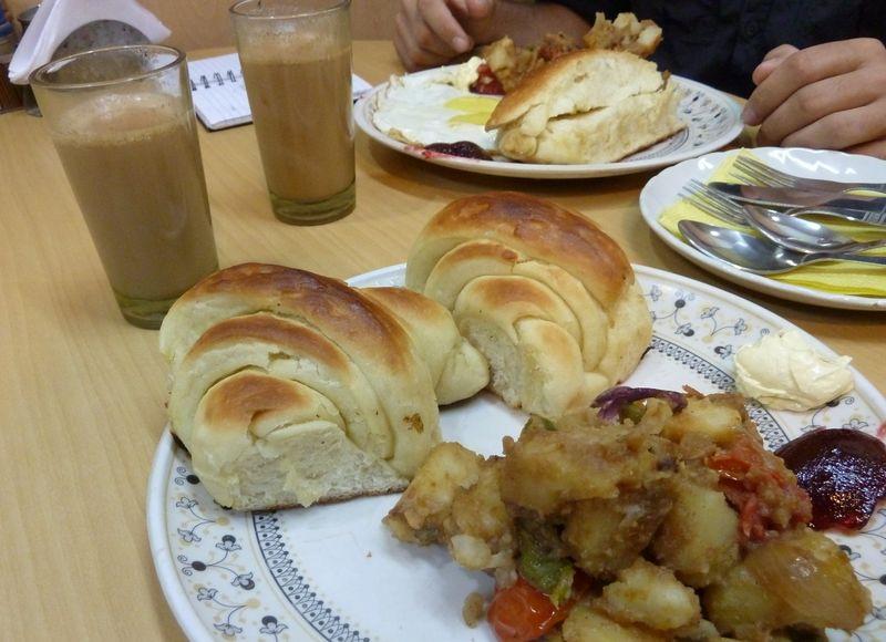 Petit dejeuner Francais dans Pahar Ganj, Delhi, india