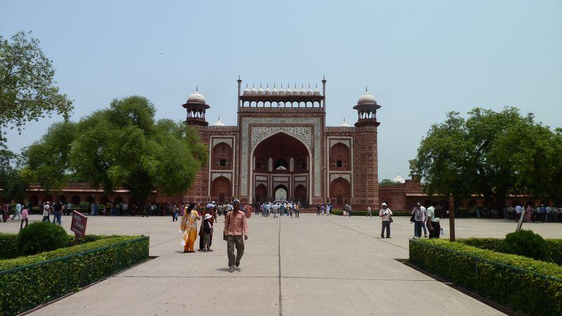 Porte devant le Taj Mahal