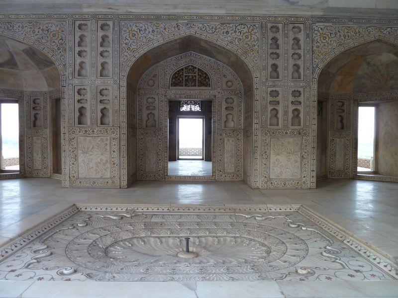 Bassin dans le palais du Fort Rouge, Agra, Inde