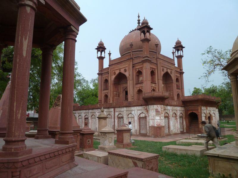 Tombes du cimetière romano-catholique, Agra, Inde