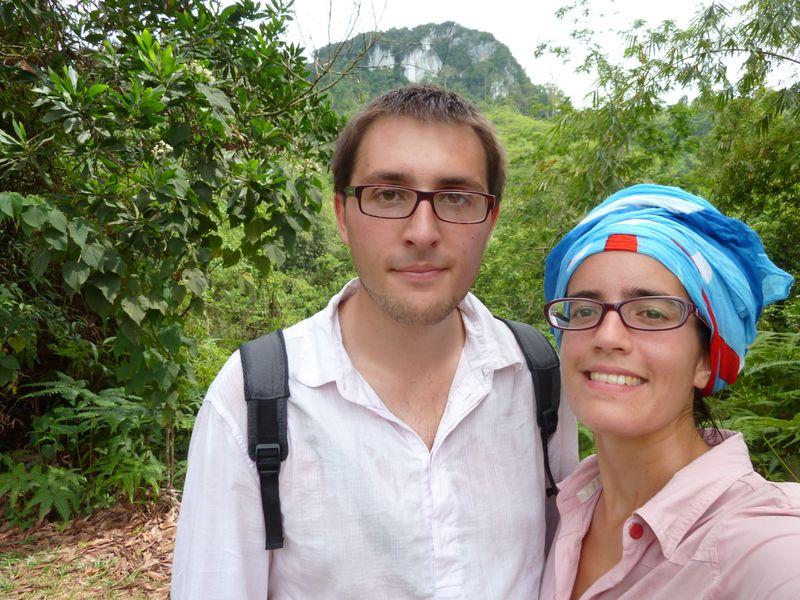 Romane et Remi en rando à Dabong, Malaisie