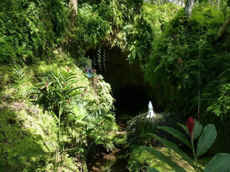 Entree de la gruta, Bocas