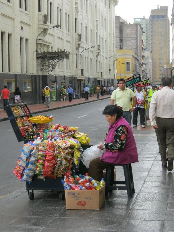 Vendeuse de friandises dans la rue, Lima centre
