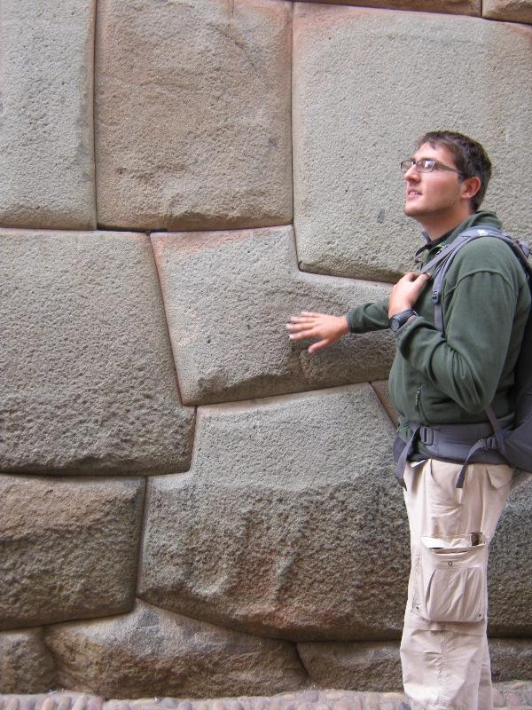 Mur Inca dans une rue de Cuzco