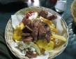 Carne, papas fritas, patacones y chispetas