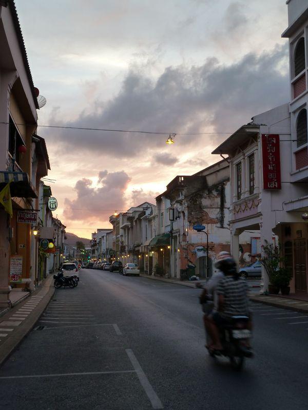Dans les rues de Phuket town, Thaïlande