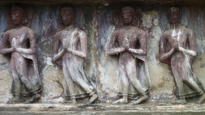 Wat Mahathat, zoom on a frieze, Sukhothai, Thailand