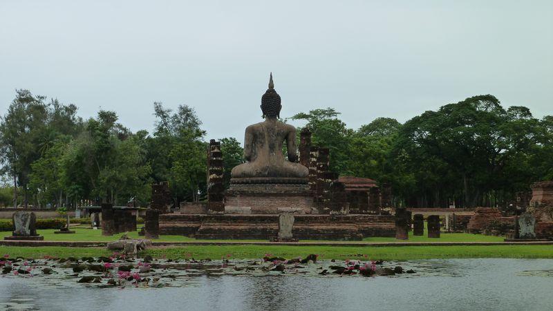 Wat Mahathat, view from the lake, Sukhothai, Thailand