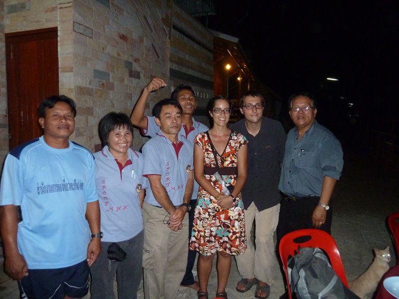 Avec les thaïs qui nous ont invités à dîner, Chiang Khan, Thaïlande